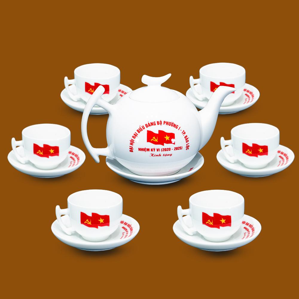 Bộ ấm chén Bát Tràng in logo tại Đại Hội Đại Biểu Đảng Bộ Phường 1 - Thành Phố Bảo Lộc 2020 - 2025